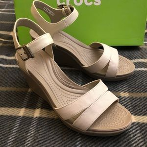 Crocs Leigh 2 ankle strap wedge US 7